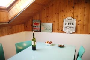 Salon de l'appartement en location avec les studios professionnel à the place
